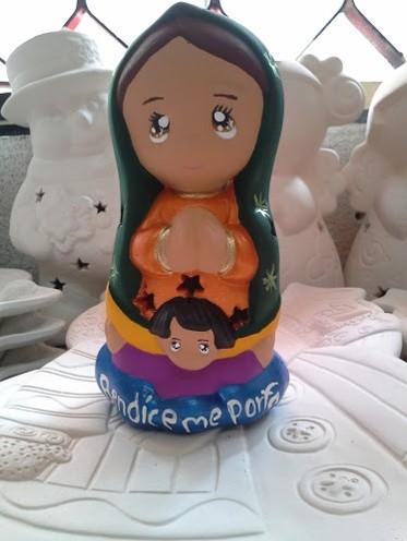 Virgen infantil en cerámica